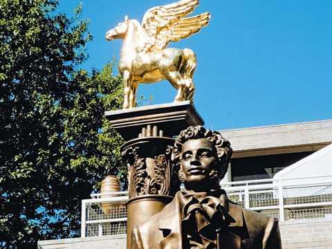 Памятник А.С.Пушкину в Вашингтоне работы Александра Бурганова