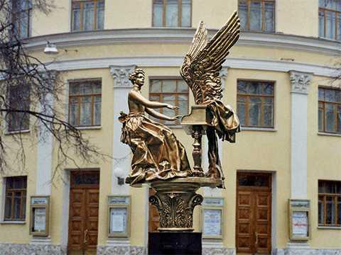 "Муза ""Гнесинки"". Из цикла ""Памятники Александра Бурганова"""